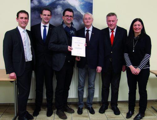 Dr. Albert Enderlein aus Orscholz mit saarländischer Ehrenamtsnadel ausgezeichnet