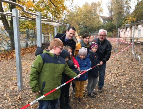 Grundschüler in Mettlach freuen sich über neue Spielgeräte