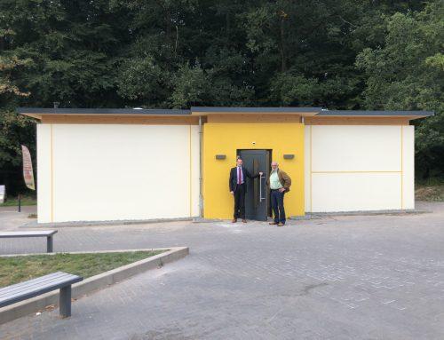 """Neue WC-Anlage auf dem Parkplatz """"Am Kurpark"""" freigegeben"""