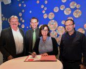 bei der Unterzeichnung der Kooperationsvereinbarung